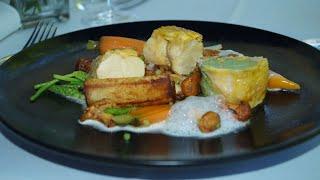 Brust & Keule von der Prignitzer Maispoularde an Pfifferlingen, Wildspargel und frittiertem Kartoffelröllchen