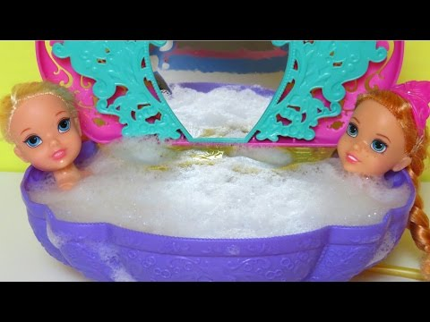 BATH Time !  ELSA & ANNA Toddlers - SHOPKINS In The Bathtub!