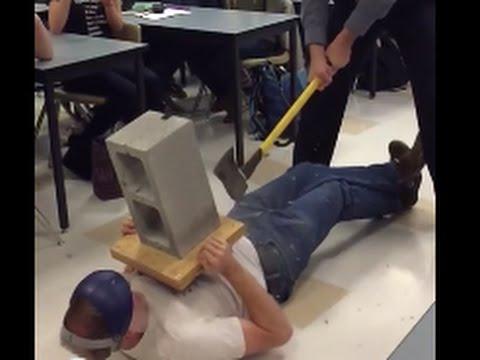 物理老師胸口碎大石出槌,變成「蛋蛋的哀傷」!