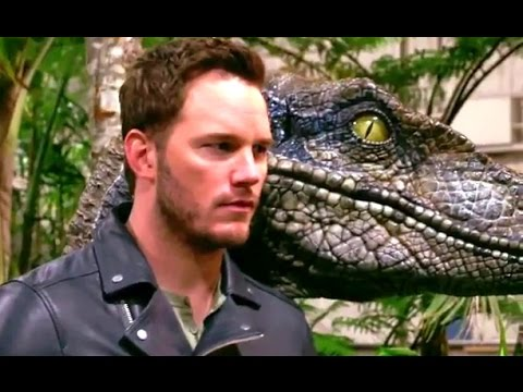 Jurassic World (Featurette 'Photoshoot with Steven Spielberg')
