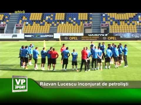 Razvan Lucescu inconjurat de petrolisti