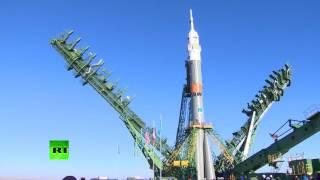 На Байконуре установили ракету-носитель с кораблем «Союз МС-02»