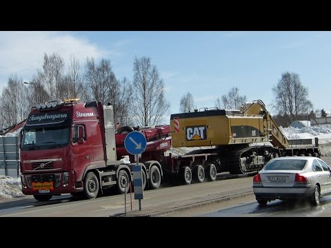 Heavy haulage Volvo FH16 700 XXL 8x4 with a CAT 390D L excavator