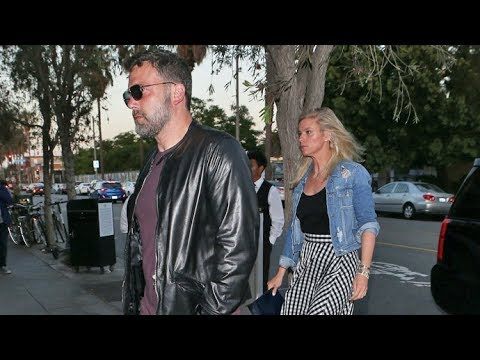 EXCLUSIVE - Ben Affleck And Possibly Pregnant GF Lindsay Shookus Share Fancy Dinner In Venice