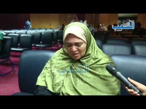 مشهد مؤلم| انهيار والدة المعتقلة سلوى عبود من البكاء بنقابة الصحفيين
