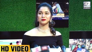 Video Sachin Tendulkar's Beautiful Daughter Sara Gets Emotional At Sachin's Movie Premiere | LehrenTV MP3, 3GP, MP4, WEBM, AVI, FLV Oktober 2017
