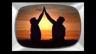 Colhendo os sonhos que Deus plantou No solo fértil do seu coração Vejo dor, mas também vejo esperanças, Que o senhor...