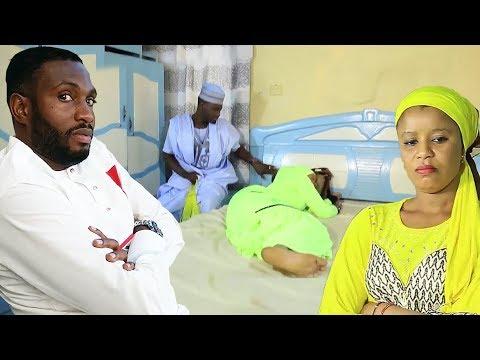 ya bata kulawa bayan ya gan ni akan gado - Nigerian Hausa Movies