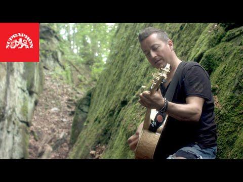 Petr Bende zažil útěk do divočiny v novém klipu Utonout