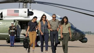 Video Barack Obama and Michelle Obama's Daughters and Their Beautiful Moments download in MP3, 3GP, MP4, WEBM, AVI, FLV Mei 2017