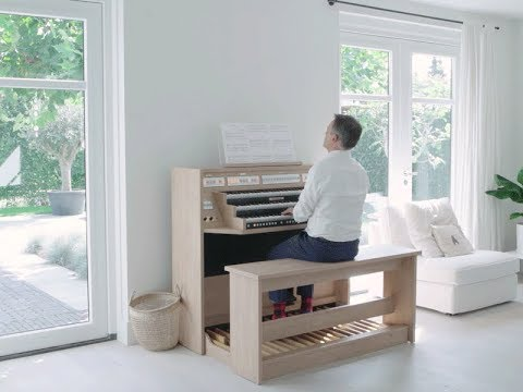 Meet the new Studio 350: 'Rondeau', Jean Joseph Mouret. (видео)