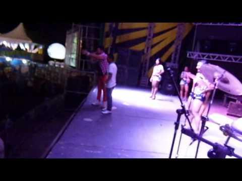 Fabinho dançando Banda Noiz Abala ao vivo em Jucas Ceara
