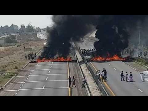 Bloquean autopista Puebla-Orizaba