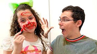 SARAH e a  sua MAQUIAGEM ARRUINADA para se DIVERTIR com o papai