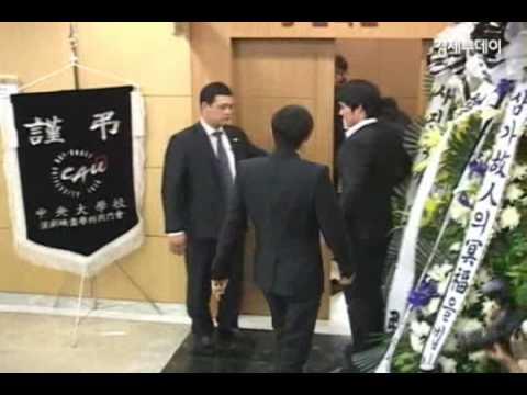 パク・ヨンハの死で韓国芸能界が悲しみに浸った