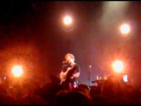 Ed Sheeran - Wake Me Up Live.3GP
