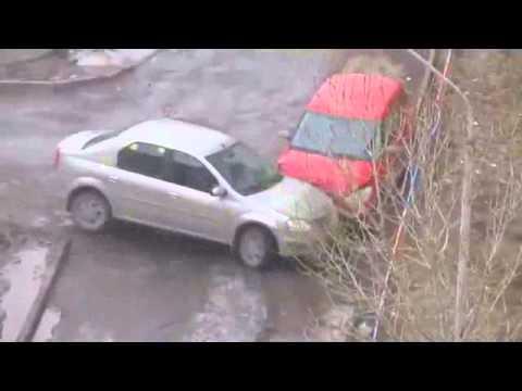 В Казани прохожий «помог» женщине выехать с парковки