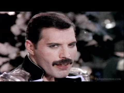 Tekst piosenki Freddie Mercury - Living On My Own po polsku