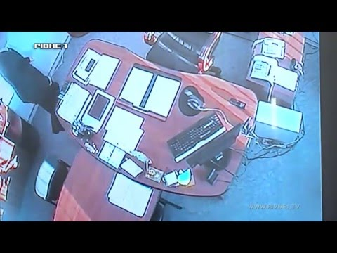 Чиновника Рівненської обласної державної адміністрації викрили на хабарі [ВІДЕО]