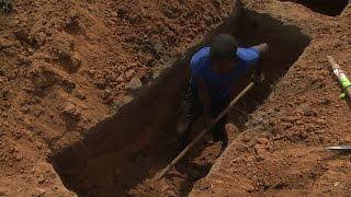 Dia Internacional do Trabalhador: Homenagem aos coveiros