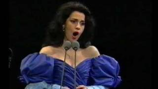 Video Angela Gheorghiu - La Wally: Ebben, ne andro lontana - Prague 1994 MP3, 3GP, MP4, WEBM, AVI, FLV Juni 2018