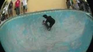 Sessão do evento Vibe Carioca que rolou na clássica piscina do Grilo de Itaipú. Zunga manda a real.