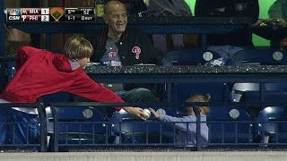 Download Lagu MIA@PHI: Young Phillies fan gives ball to little girl Mp3