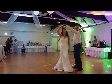 Video Wedding Dance - Ed Sheeran - Perfect Duet (with Beyoncé) download in MP3, 3GP, MP4, WEBM, AVI, FLV January 2017