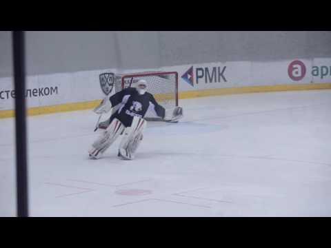 Видео с танцующим на льду вратарем «Трактора» - Смотреть всем!