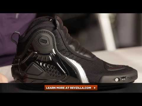 RevZillaTV - Dainese Dyno C2B Shoes Review http://www.revzilla.com/motorcycle/dainese-dyno-c2b-shoes Updated for 2013, the Dainese Dyno C2B shoes still have all the featu...