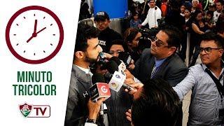 Eram quase seis horas da manhã desta segunda-feira quando os jogadores do Fluminense chegaram ao Galeão para fazer a viagem a Quito. Até chegarem ao hotel onde ficarão concentrados para a partida contra a Universidad Católica, do Equador, na próxima quarta-feira, às 19h15 (horário de Brasília), foram 13 horas, entre escala em Bogotá, fila na imigração equatoriana e translado do aeroporto para o hotel.Apesar do cansaço, a delegação tricolor, com 20 atletas, chegou inteira para buscar a classificação para a terceira fase da Copa Sul-Americana. Os atletas terão boas horas de repouso até realizarem o treino de reconhecimento do gramado do Estádio Atahualpa, que receberá o confronto diante da Universidad. A atividade está marcada para 16h30 local (18h30 de Brasília).