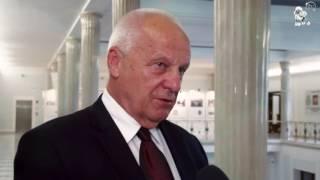 """Niesiołowski o Kaczyńskim:""""Siedzi,kiwa głową i przebiera językiem w jamie gębowej"""""""