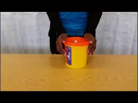 So montieren Sie einen Deckel auf einen Daniels SHARPSGUARD® Behälter