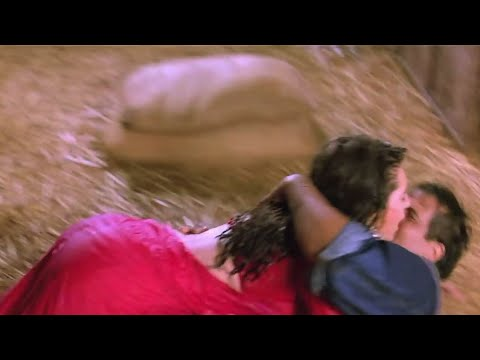 Karishma Kapoor Hot Big Bum & Wet Assets Exposed