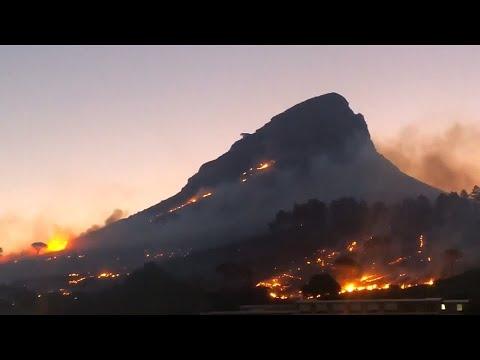 Feuer auf dem Löwenkopf: Kapstadts »Lion Head« brennt