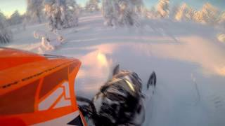 4. Ski-Doo Summit 600 everest 146 e-tec 2011 in deep powder