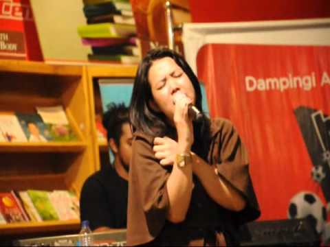 sarasvati - 9Coustic : New Season by 99ers Radio January 25, 201 S28 Cafe, Bandung.