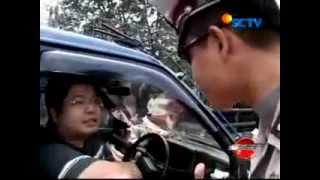 Video Pengemudi aneh di jalan tol Jakarta MP3, 3GP, MP4, WEBM, AVI, FLV Juli 2017
