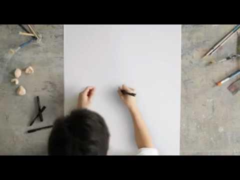 太神了~這個男子在白紙上畫了一個螺旋線後就沒有斷過筆!