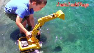 Video Construction Trucks for Kids: Beach Playtime: Toy Bruder Excavator Dump Truck Tonka Bulldozer Grader MP3, 3GP, MP4, WEBM, AVI, FLV Januari 2018