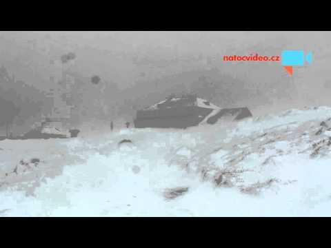 Silný vítr v kombinaci s rachovým sněhem na hřebenech Krkonoš