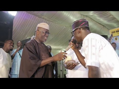 Ayuba Splash Money On Pasuma and His Bands As Mr President and Mr Johnson Bubble Entertain Audience