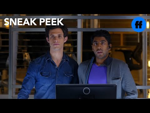 Stitchers   Season 1, Episode 8 Sneak Peek: The Team At The Lab   Freeform