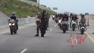 Chạy xe máy thôi mà, có cần phải màu mè như thế không? :))