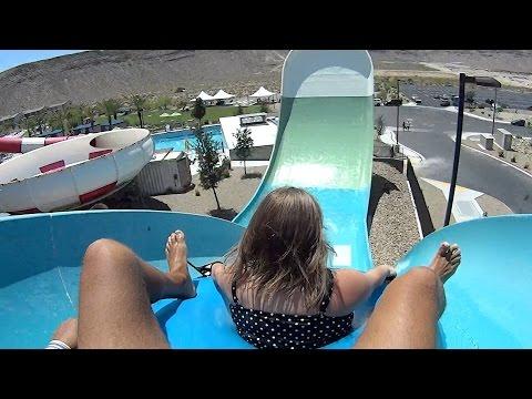 Hoover Half Pipe Water Slide at Wet'n'Wild Las Vegas видео