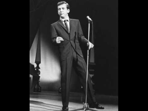 Tekst piosenki Bobby Darin - A nightingale sang po polsku