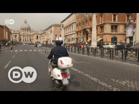 Typisch italienisch: Mit der Vespa durch Rom | DW Deu ...