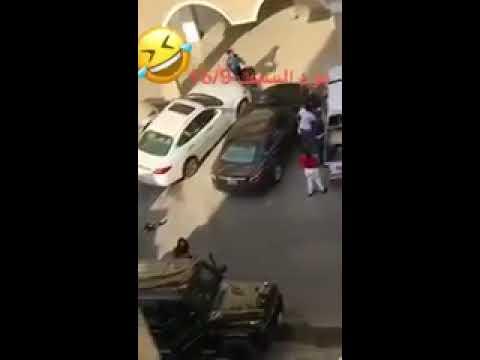 العرب اليوم - شاهد: فتاة تتسبب في مشاجرة بالأسلحة البيضاء