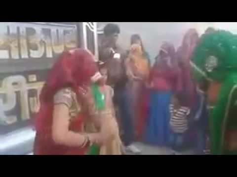 Video Sudh desi rajasthani woman dance || Chora Chori ne ler Hero honda pe baithgi || Hot desi dance download in MP3, 3GP, MP4, WEBM, AVI, FLV January 2017
