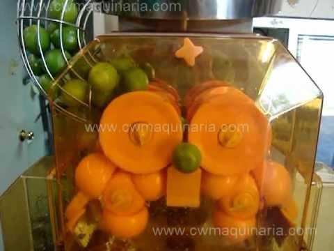 Maquina Exprimidora de Naranja de hasta 40 n x min exprimiendo limones